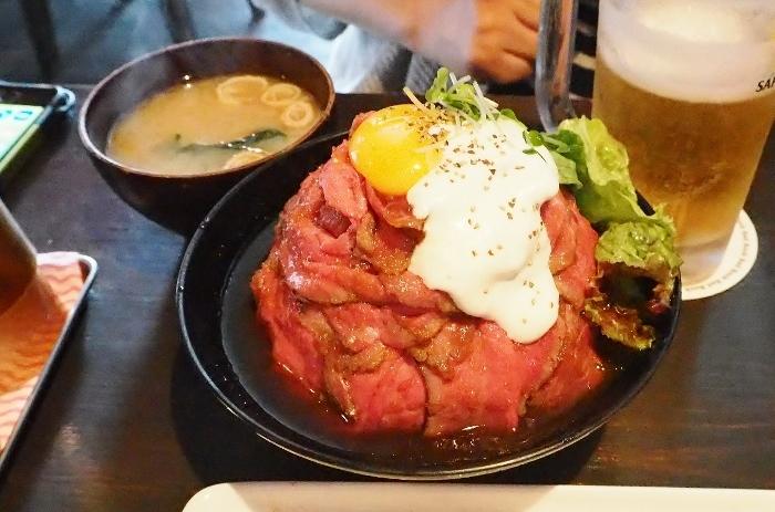 ローストビーフ丼 (700x463).jpg