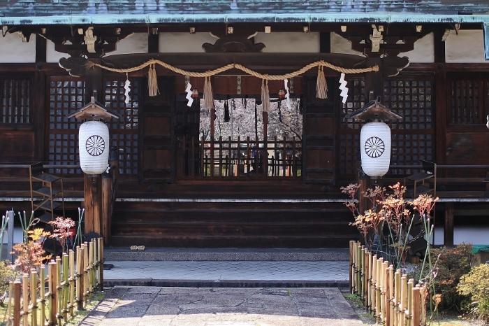 六孫王神社2 (700x466).jpg