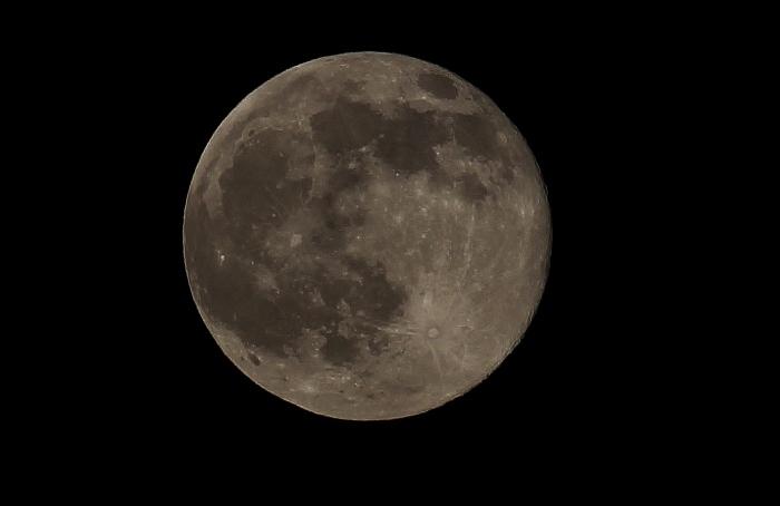 月 (700x454).jpg