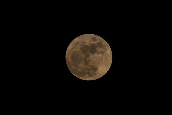 月 (700x467).jpg